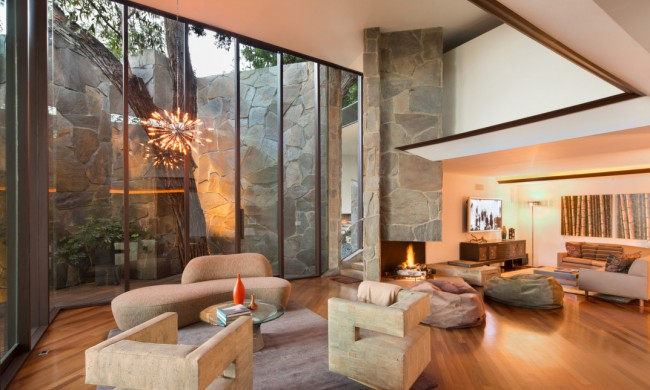 Figure 8 realty los angeles lautner house for sale in the for Buy house hollywood hills