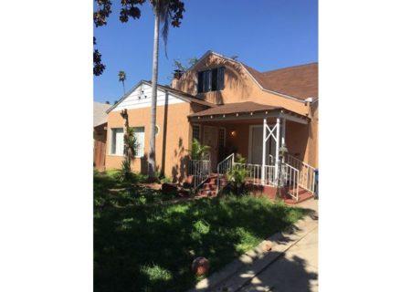 2075-W-29th-Place-Los-Angeles-CA-90018-Jefferson-Park-Triplex-Multi-unit-Income-Property-2-720×467