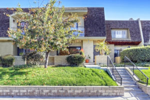 SOLD: 19024 Entradero Ave, Torrance Open & Airy Upgraded Townhouse!