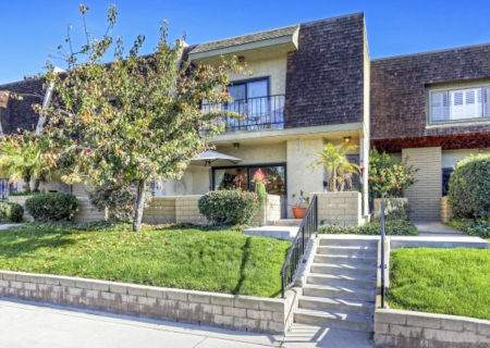 19024-Entradero-Ave-Torrance-CA-90503-3-Bed-3-Bath-Townhouse-For-Sale-near-Redondo-Beach-Figure-8-Realty-Los-Angeles-2