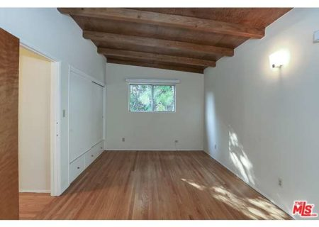 Tranquil-Hillside-House-in-Los-Feliz-for-Sale-Connect-with-a-Los-Angeles-Real-estate-agent-to-buy-a-house-in-Silver-Lake-Hollywood-Hills-Echo-Park-West-Hollywood-Income-Properties-Figure-8-Realty-11
