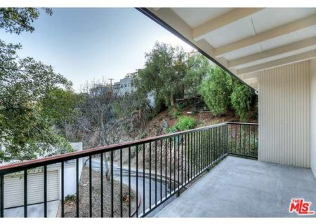 Tranquil-Hillside-House-in-Los-Feliz-for-Sale-Connect-with-a-Los-Angeles-Real-estate-agent-to-buy-a-house-in-Silver-Lake-Hollywood-Hills-Echo-Park-West-Hollywood-Income-Properties-Figure-8-Realty-18