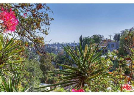 Tranquil-Hillside-House-in-Los-Feliz-for-Sale-Connect-with-a-Los-Angeles-Real-estate-agent-to-buy-a-house-in-Silver-Lake-Hollywood-Hills-Echo-Park-West-Hollywood-Income-Properties-Figure-8-Realty-20