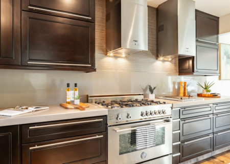 2257-hollyridge-staged-10_kitchen-edfc59d3