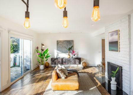 2257-hollyridge-staged-13_livingroom-fc769100