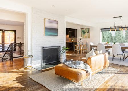 2257-hollyridge-staged-14_livingroom-c0b1ab9a