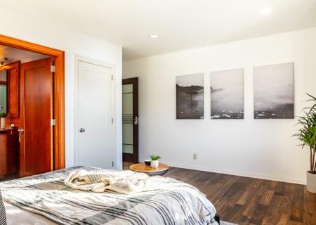 2257-hollyridge-staged-18_bedroom2-f381318b