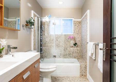 2257-hollyridge-staged-42_bathroom_downstairs-9550b009