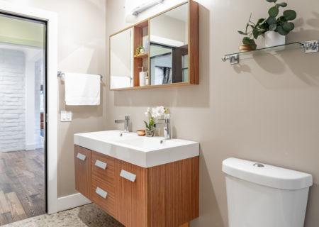 2257-hollyridge-staged-43_bathroom_downstairs-792d65b1